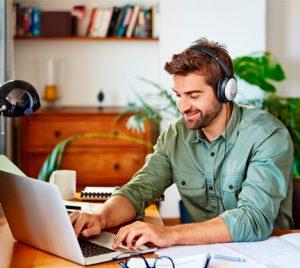 La mitad de los trabajadores responden e-mails y llamadas de trabajo durante sus vacaciones