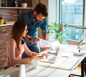Atención a clientes y Educación y formación son los sectores que impulsan la contratación veraniega
